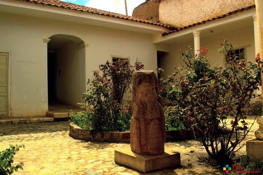 Patio de la Casa del Sabio Santiago Antúnez de Mayolo.