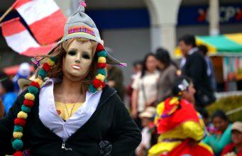 El tradicional Rompecalle, así se inician los carnavales en Huaraz.