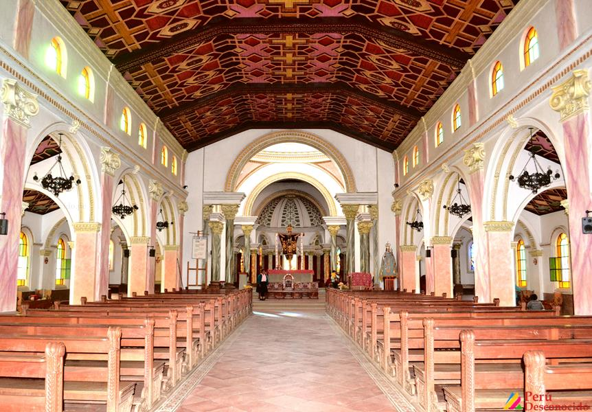 Iglesia por dentro Pomallucay