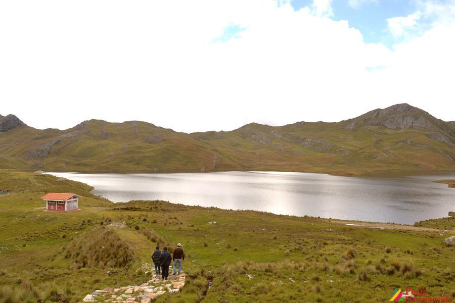 Laguna de Huachucocha en San Luis Ancash