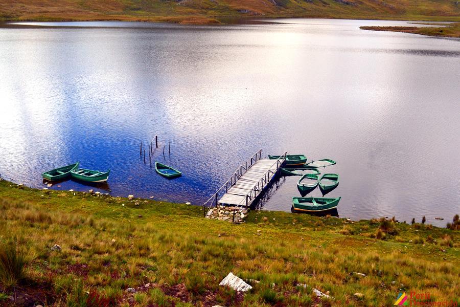 Botes en la Laguna de Huachucocha-San Luis