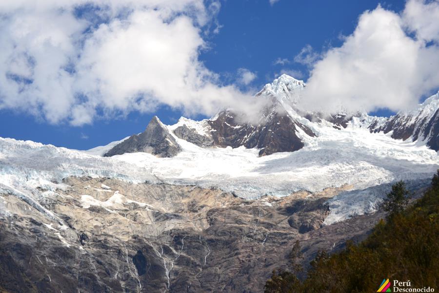 Imponente Nevado de Jancapampa