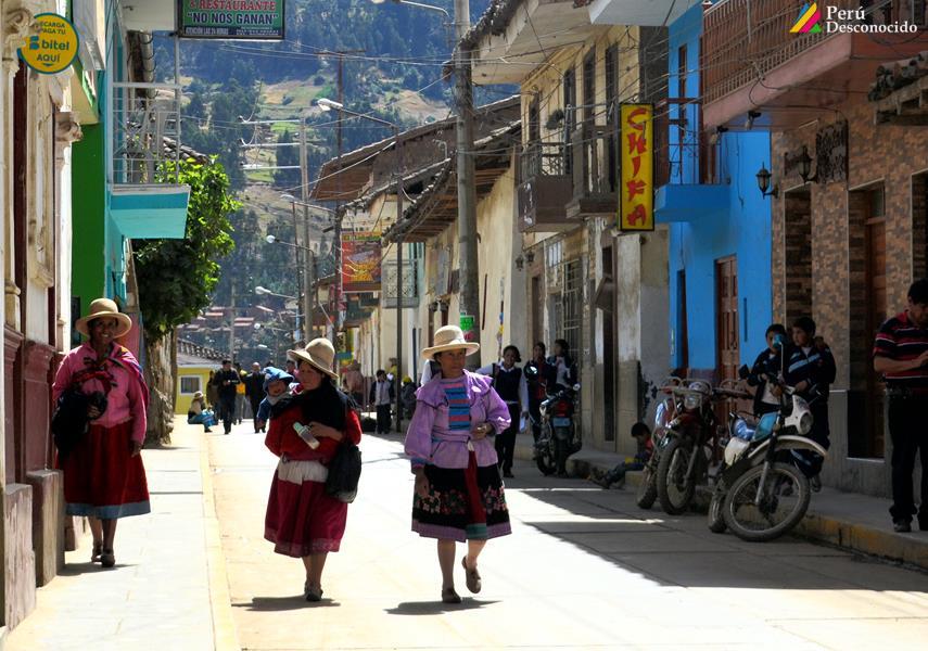 Mujeres Pomabambinas