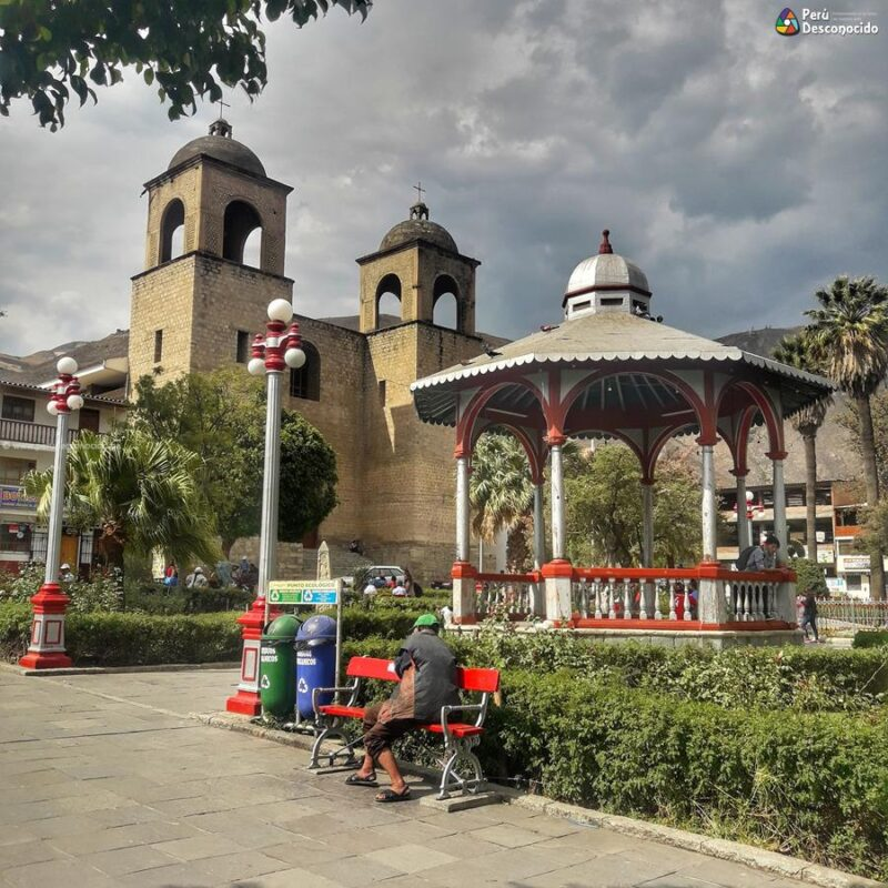 Plaza de armas de Caraz